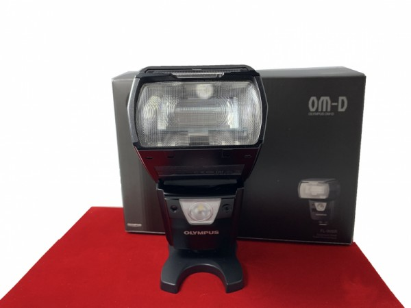[USED-PJ33] Olympus FL-900R Flash, 85% Like New Condition (S/N:02715)