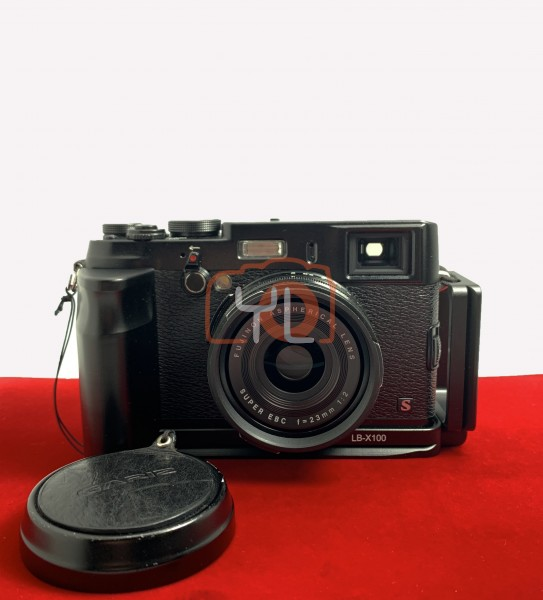 [USED-PJ33] Fujifulm X100S Camera With L Bracket, 90% Like New Condition (S/N:41A53065)
