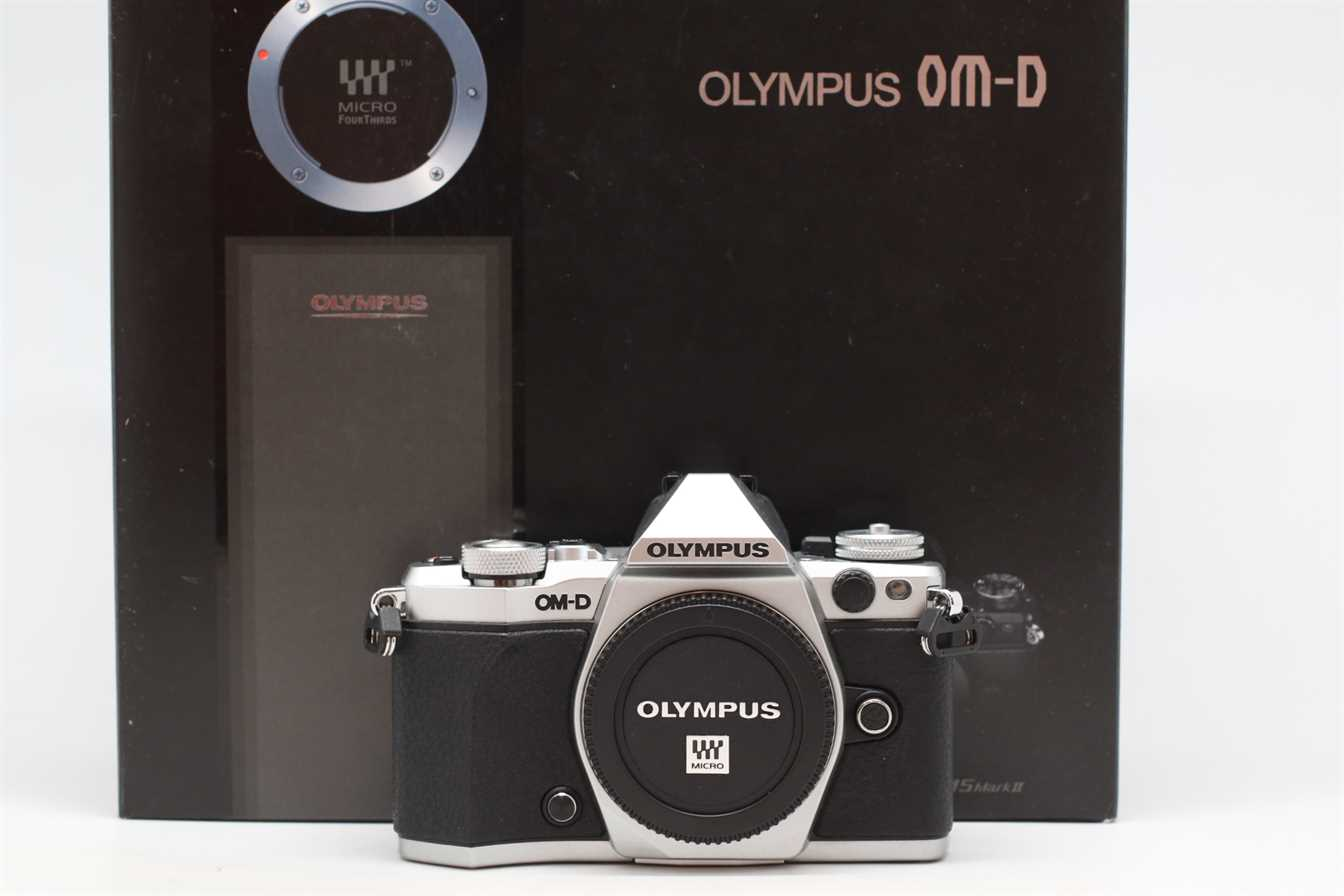 [USED-PUDU] OLYMPUS EM5 MARK II CAMERA BODY (SILVER) 98%LIKE NEW CONDITION SN:BFKA10949