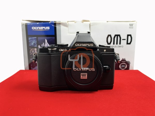 [USED-PJ33] Olympus E-M5 Body , 85% Like New Condition (S/N:BEL502761)