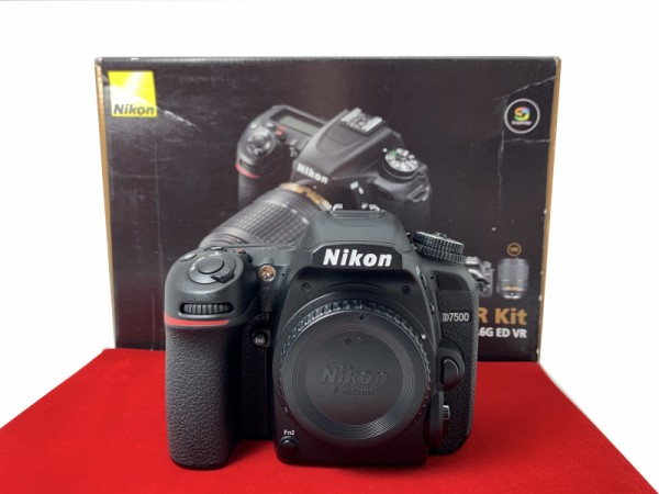 [USED-PJ33] Nikon D7500 Body (SC:18K), 95% Like New Condition (S/N:2012780)