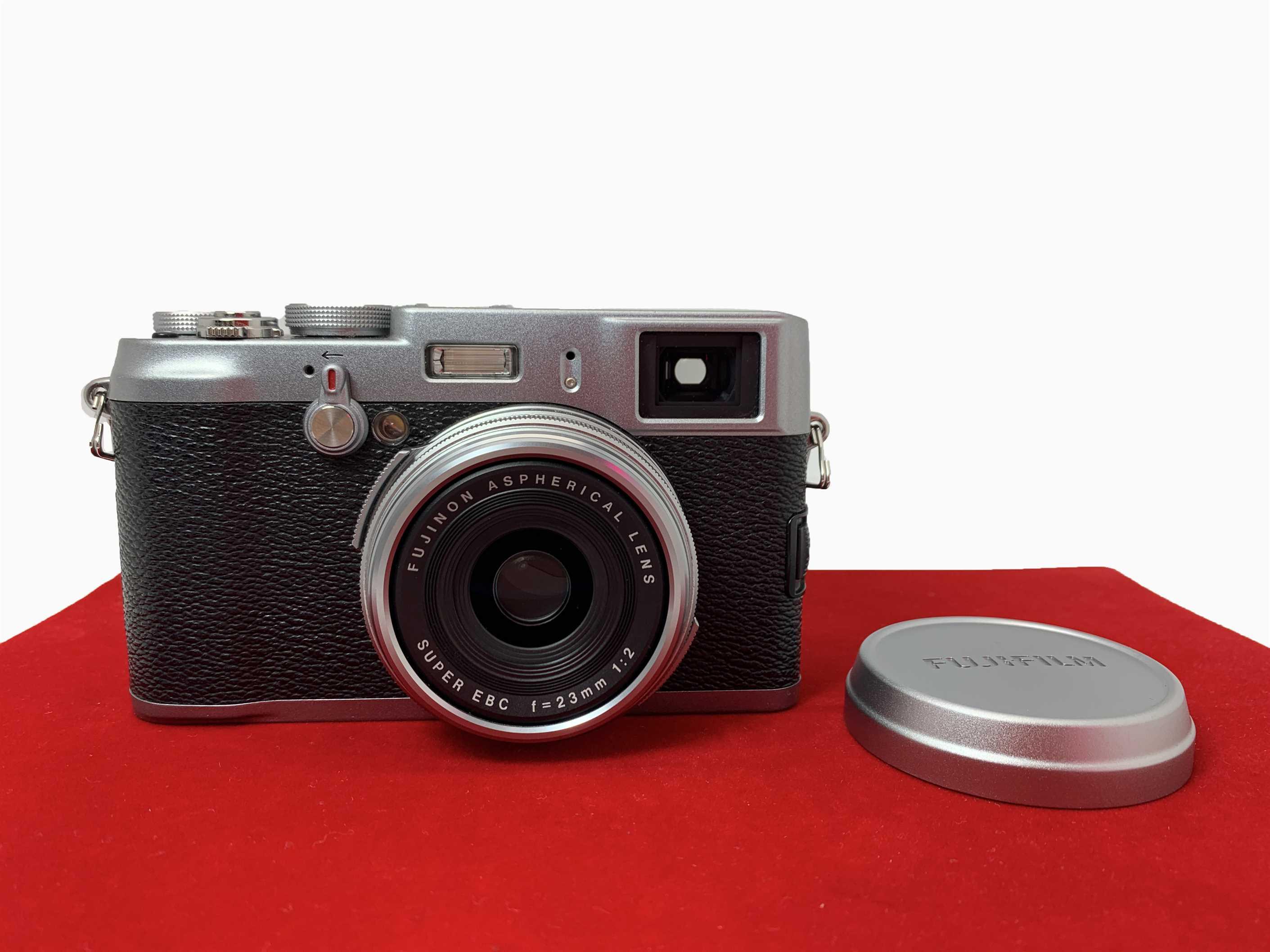 [USED-PJ33] FUJIFILM X100 Camera,90% Like New Condition (S/N:13M03451)