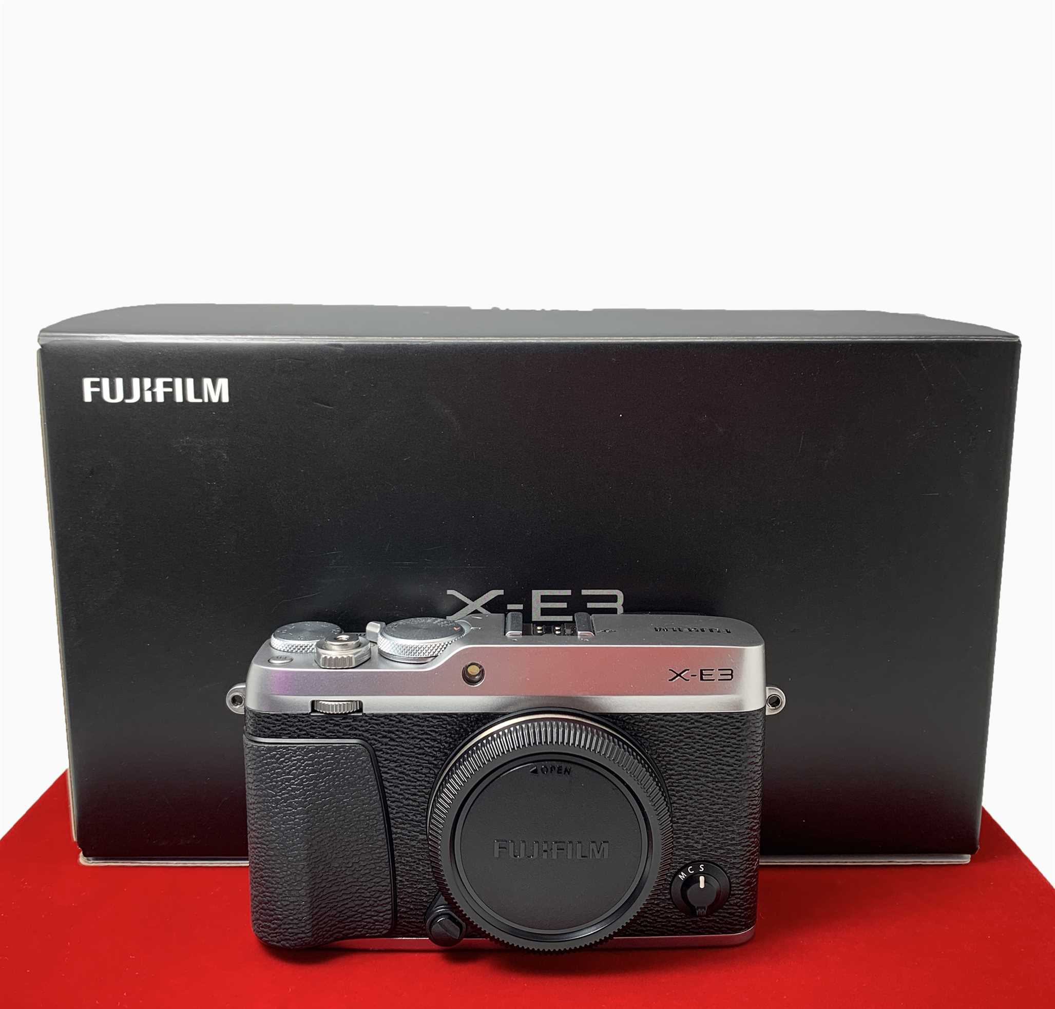 [USED-PJ33] Fujifilm X-E3 Camera Body (Silver),90% Like New Condition (S/N:7CQ07069)