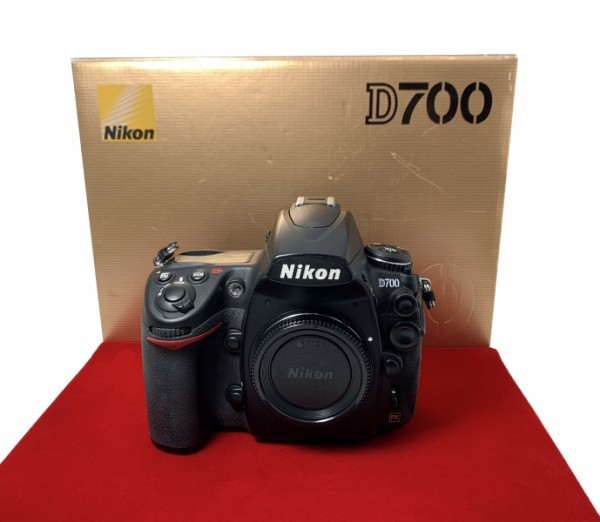 [USED-PJ33] Nikon D700 Body (SC:99K), 85% Like New Condition (S/N:2194620)