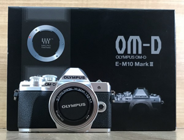 [USED @ YL LOW YAT]-Olympus OM-D E-M10 Mark III Camera With 14-42mm Lens [silver],98% Condition Like New,S/N:BHXA79881
