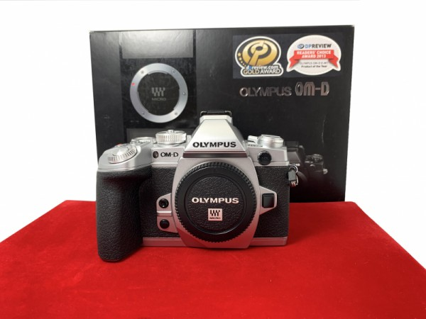 [USED-PJ33] Olympus E-M1 Body (Silver), 90% Like New Condition (S/N:BFJ217852)