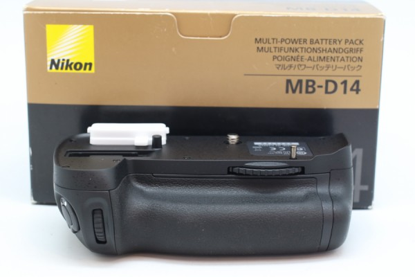 [OLD NEW STOCK-PUDU] NIKON MB-D14 Battery Grip For D600/D610