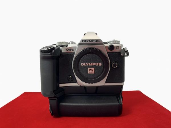 [USED-PJ33] Olympus EM5 II Body + Battery Grip, 95% Like New Condition (S/N:BFKA04420)