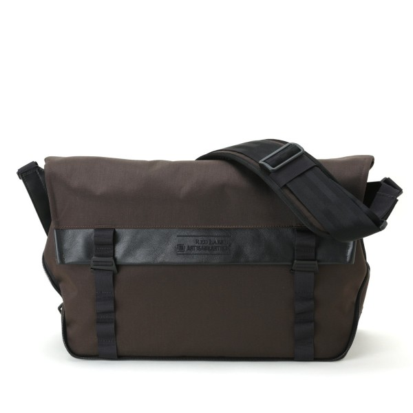 Artisan & Artist RDB-MG300 Messenger Bag (Brown)