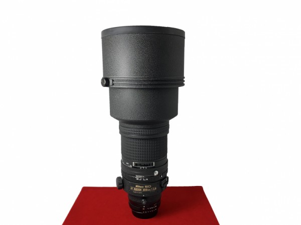 [USED-PJ33] Nikon 300MM F2.8 AF, 95% Like New Condition (SN 2115066)