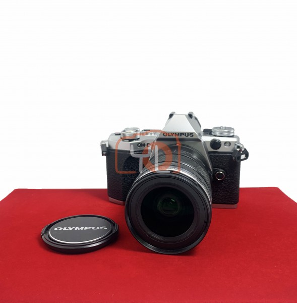 [USED-PJ33] Olympus OMD E-M5 II (Silver) With 12-50MM F3.5-6.3 EZ M.Zuiko , 80% Like New Condition (S/N:BFKA04420)