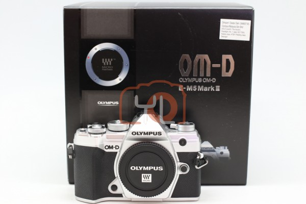 [USED-PUDU] Olympus E-M5 Mark III (Silver) Camera Body 99%LIKE NEW CONDITION SN:BJ8A01677