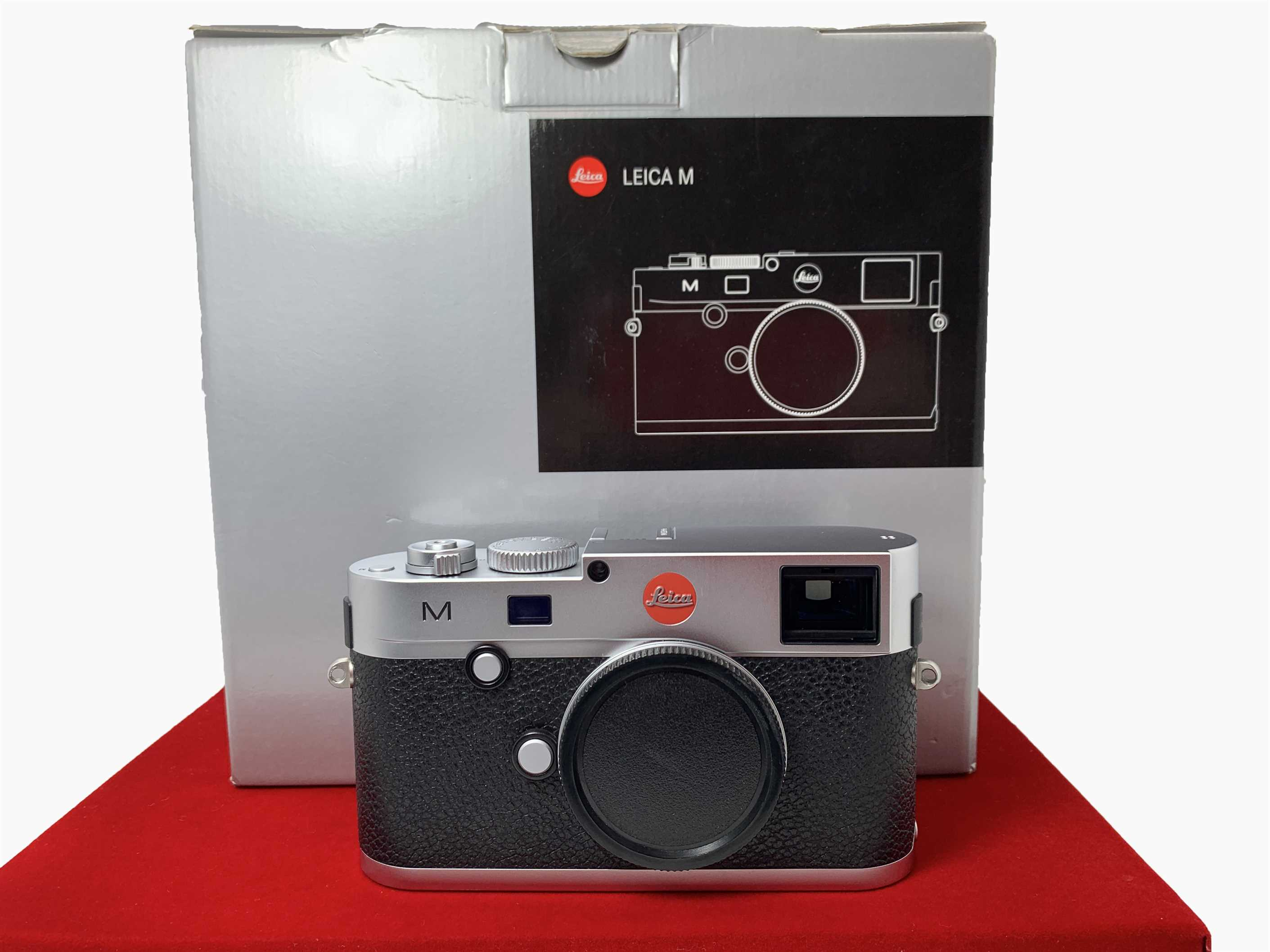 [USED-PJ33] Leica M240 Camera Body (Silver), 95% Like New Condition (S/N:4445346)