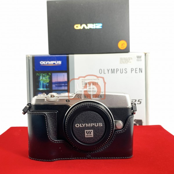 [USED-PJ33] Olympus E-P5 Body (Silver) + Gariz Half Case, 95% Like New Condition (S/N:BH5207895)