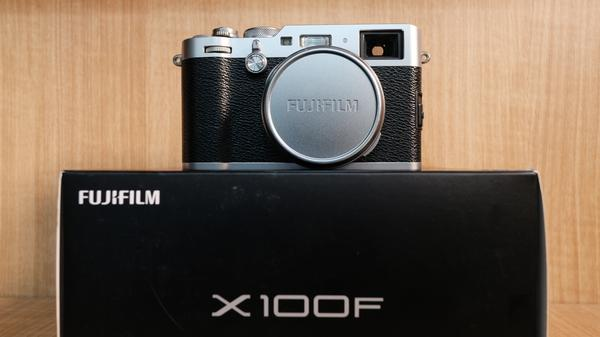 (USED-LOWYAT)-FUJIFILM X100F CAMERA,90% LIKE NEW,S/N:73W03333