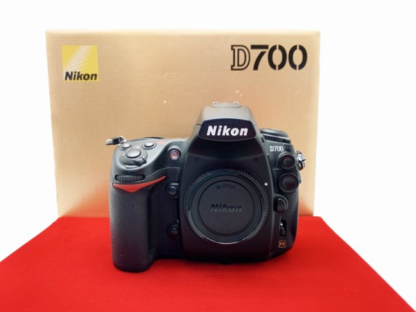 [USED-PJ33] Nikon D700 Body (SC:38K), 95% Like New Condition (S/N:2194727)