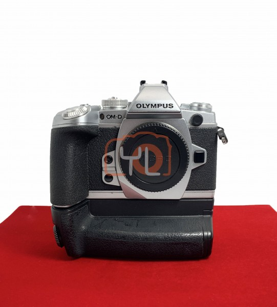 [USED-PJ33] Olympus OMD E-M1 Body (Silver) + OEM Battery Grip , 85% Like New Condition (S/N:BFJ210137)