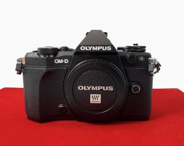 [USED-PJ33] Olympus E-M5 II Body (Black), 95% Like New Condition (S/N:BHEA04514)