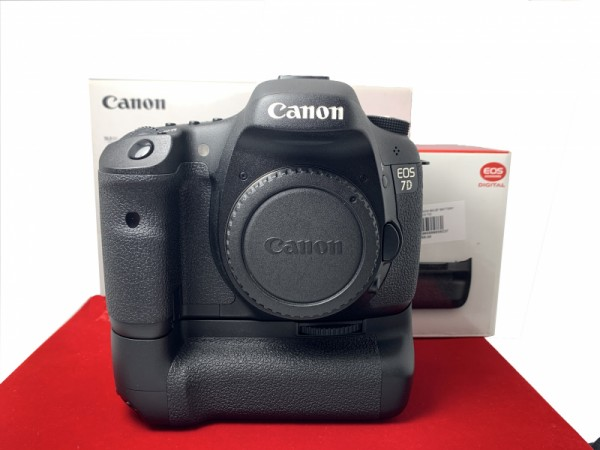 [USED-PJ33] Canon Eos 7D Body + BG-E7 Battery Grip, 95% Like New Condition (S/N:3781507047)