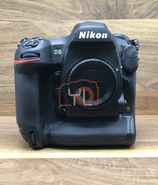 [USED @ YL LOW YAT]-Nikon D5 Camera Body (Dual XQD Version)[ shutter count 794 ],98% Condition Like New,S/N:7200347