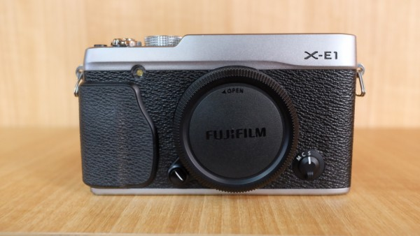 (USED YL LOW YAT)-Fujifilm X-E1 Camera Body ( Silver ),95% Condition Like New,S/N:24007586