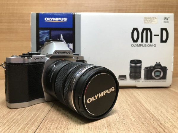 (USED YL LOW YAT)-Olympus OM-D E-M5 with 12-50mm F3.5-6.3 Kit (Silver),90% Condition Like New,S/N:BF5502090