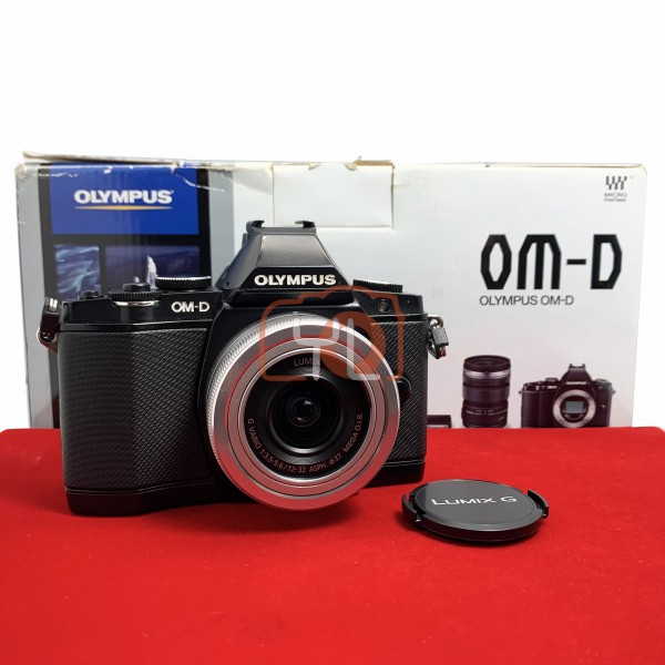 [USED-PJ33]  Olympus E-M5 With Panasonic 12-32mm F3.5-5.6 Mega OIS G Vario ASPH, 85% Like New Condition (S/N:BEL502761)