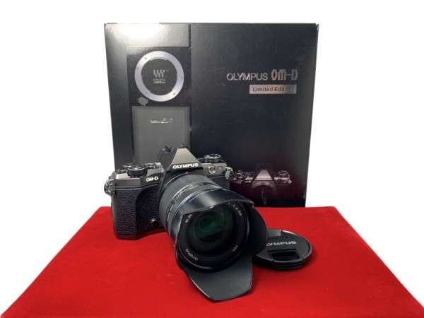 [USED-PJ33] Olympus OM-D Limited Edition E-M5 Mark II 14-150mm II Kit, 90% Like New Condition (S/N:BHFA01901)