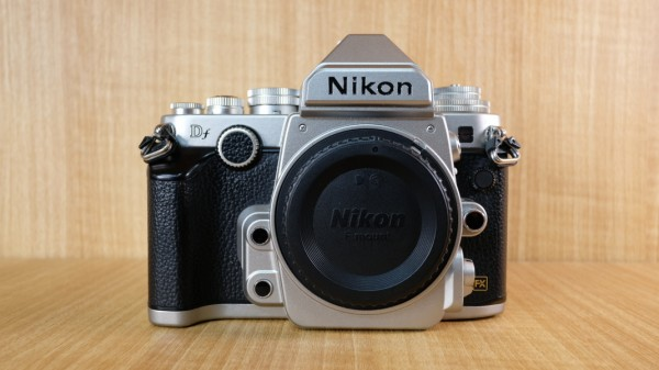 (USED YL LOW YAT)-Nikon DF Camera Body (Silver),90% Like New Condition,S/N:8402904