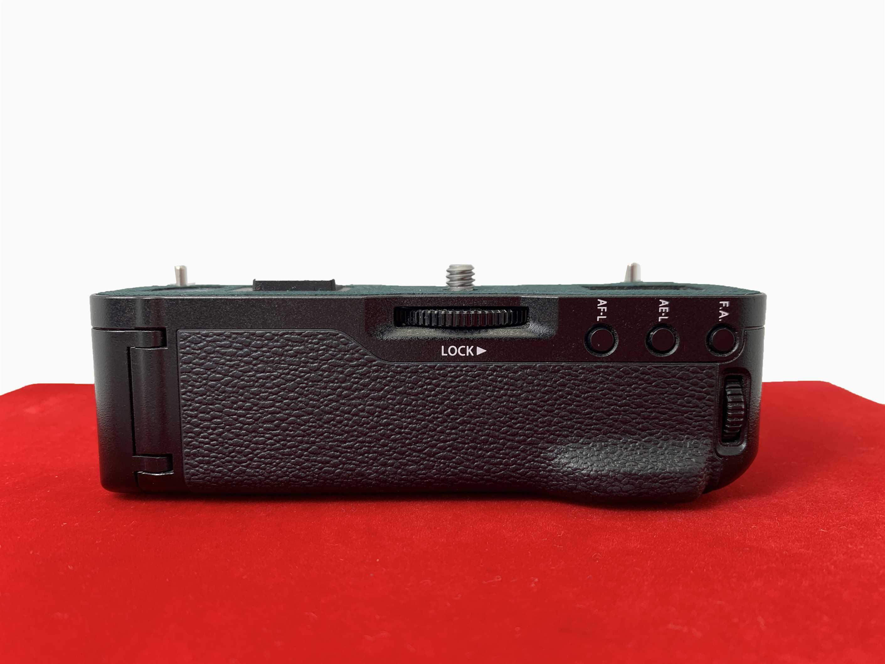 [USED-PJ33] Fujifilm VG-XT1 Grip For (XT1) , 90% Like New Condition,(S/N:4D001256)
