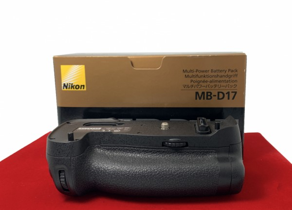 [USED-PJ33] Nikon MB-D17 Battery Grip For (D500),95% Like New Condition (S/N:3019775)