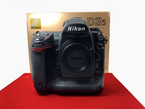 [USED-PJ33] Nikon D3S Body (SC:82K), 90% Like New Condition (S/N:2020678)