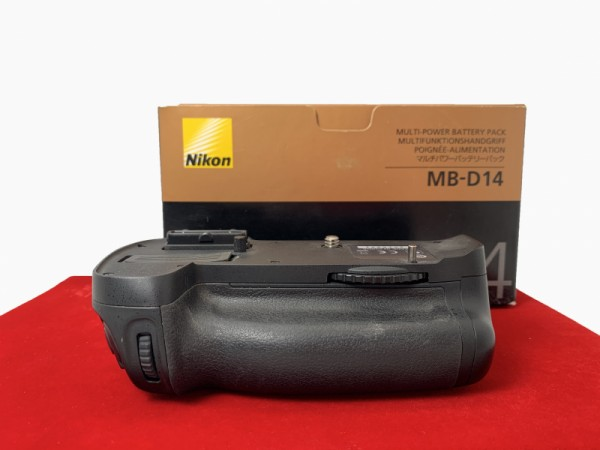 [USED-PJ33] Nikon MB-D14 Battery Grip For D600/D610, 85% Like New Condition (S/N:2015931)